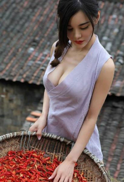 is-she-an-alien-hot-chilli-seller-from-china-is-definitely-out-of-this-world-03.jpg